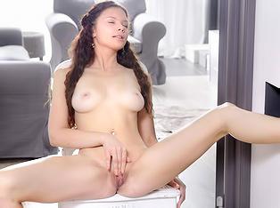 Hot Babe Masturbating
