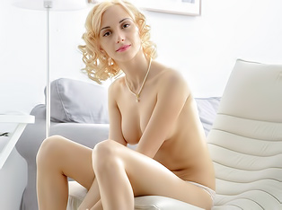Lithe Blonde Solo